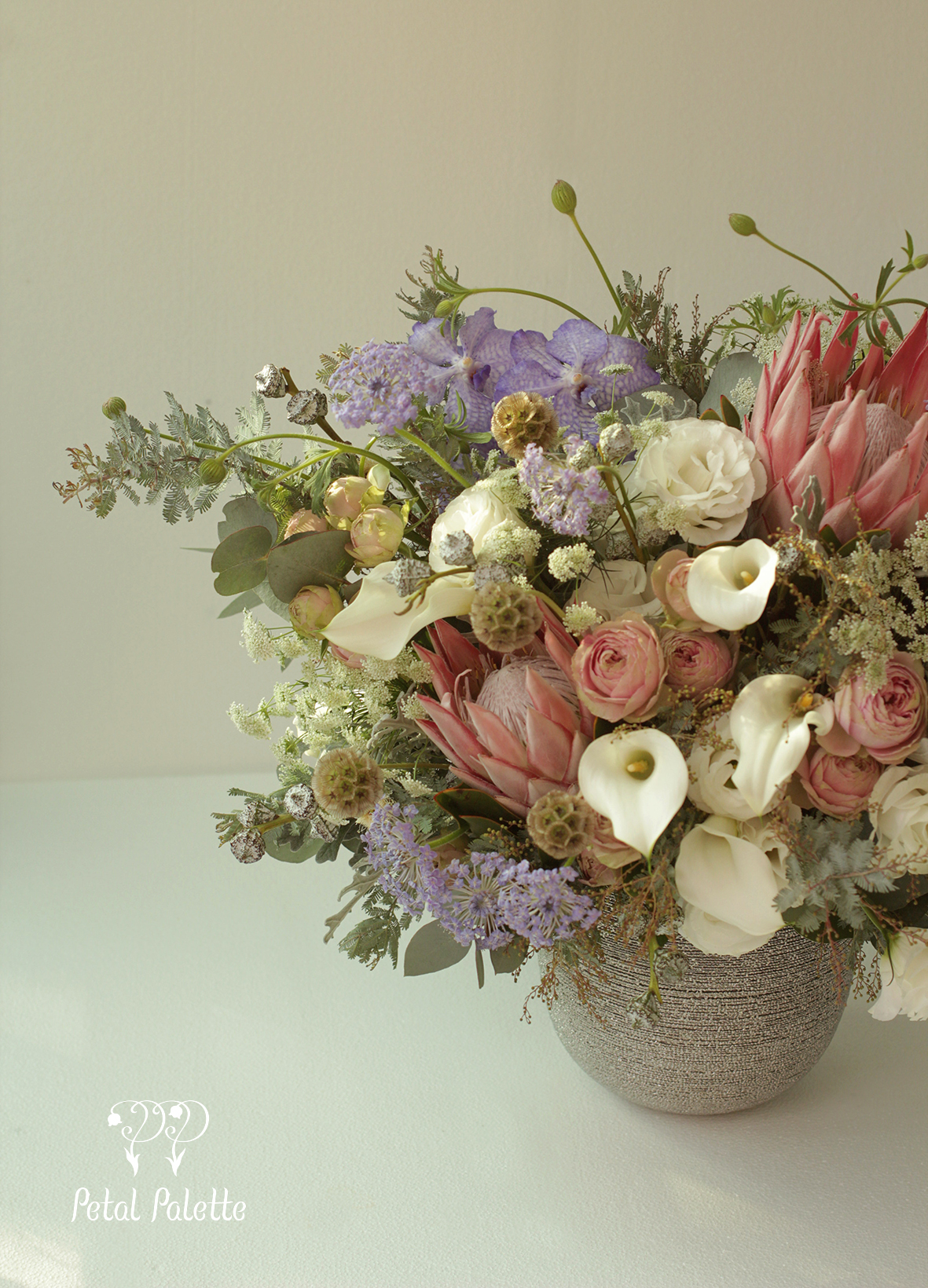 Luxury Birthday Floral Vase Arrangement Delivery Korea Florist