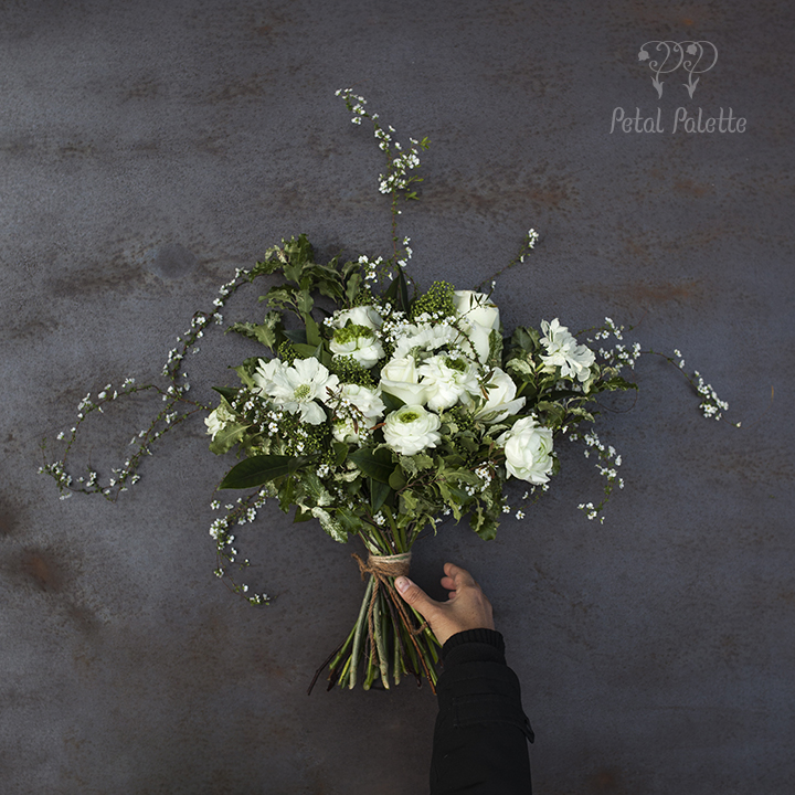 natural white and green handtied thank you bouquet seoul florist